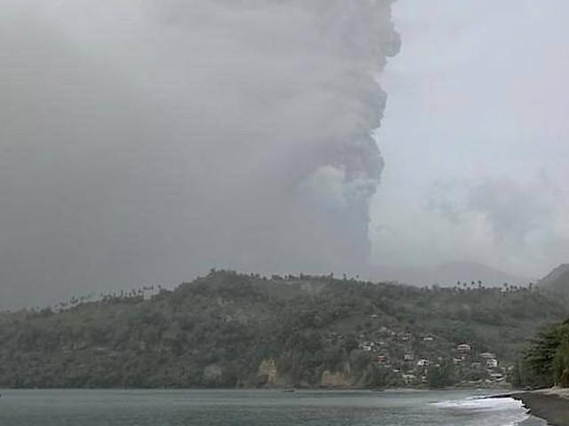 Heftiger Ascheregen nach Vulkanausbruch auf St. Vincent