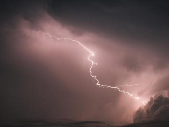 Hagel, Starkregen und Sturmböen! Gewitterwalze erreicht Deutschland
