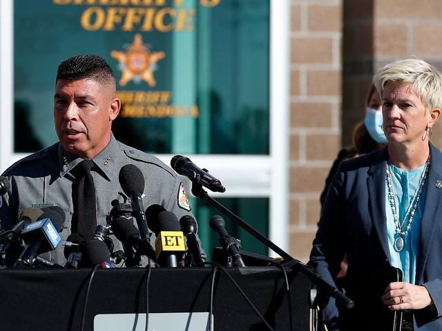 Baldwin schoss mit echter Waffe: Polizei findet wohl weitere scharfe Munition