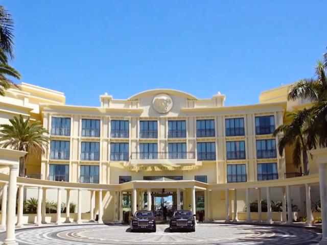 Randale im Versace Hotel: Verursachte Dschungelcamp-Kandidat in der Lobby fast einen Eklat?