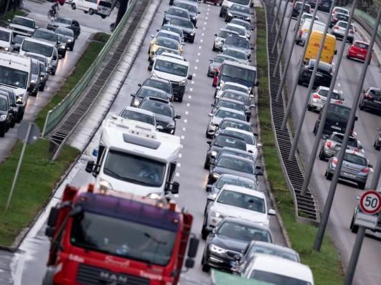Neue Abgasnorm ab 2021?: Droht bald das Aus für Benziner und Diesel-Autos?