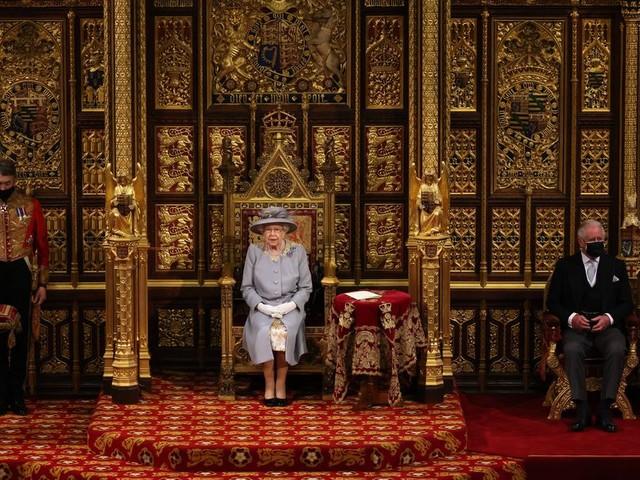 Queen Elizabeth wird bei ihrer Geburtstagsparade von ihrem Cousin begleitet