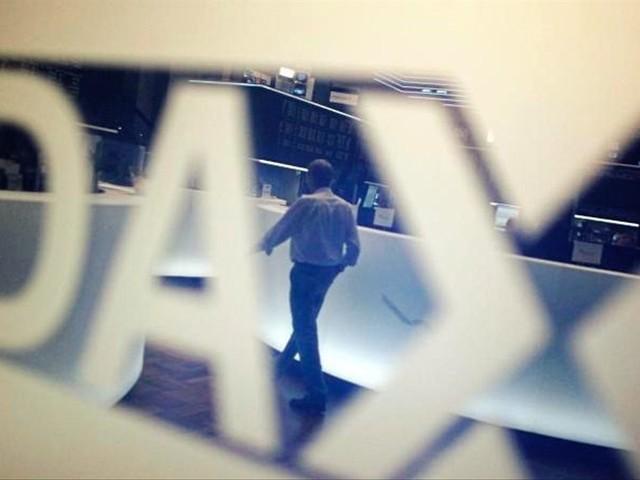 Dax im Plus - Investoren warten gespannt auf Powell-Rede