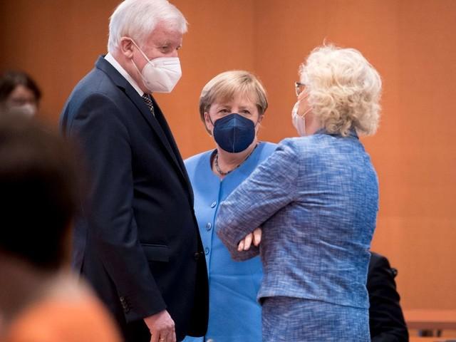 Corona-Pandemie: Christine Lambrecht (SPD) spricht sich gegen eine Impfpflicht aus