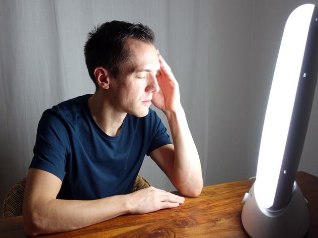 Schluss mit Winterblues: Lichttherapie: Wie eine Tageslichtlampe Winterdepressionen entgegenwirken soll