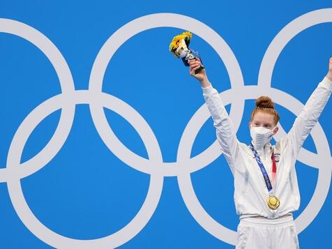 17-jährige Brustschwimmerin holt Gold
