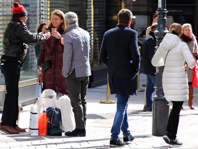 Wie groß ist das Ansteckungsrisiko im Freien wirklich?