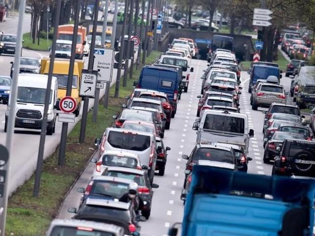 Unerwartete Rückendeckung aus Brüssel - Bericht: Deutschland darf Grenzwert für Stickoxid auf 50 Mikrogramm erhöhen