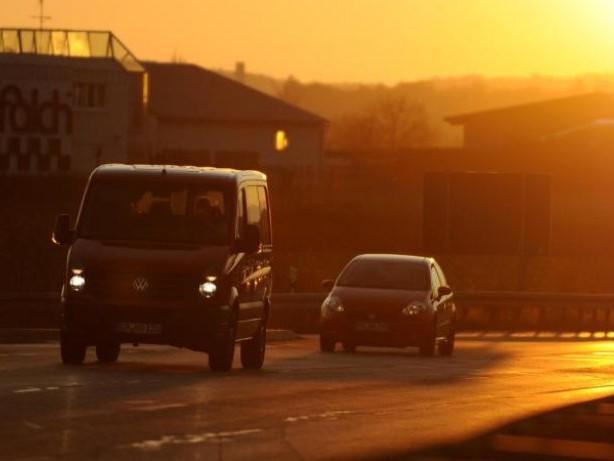 Sitz höherstellen: Tipps für Autofahrer bei tiefstehender Sonne
