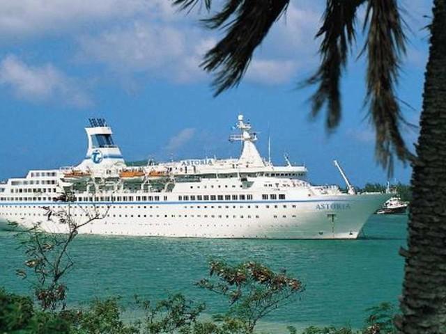 Riesen-Drama auf hoher See: Insider enthüllt, was Sie auf Karibik-Kreuzfahrt niemals tun sollten