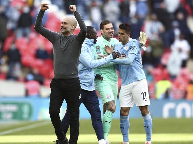 England: Pep Guardiola und Manchester City feiern ersten Titel der Saison