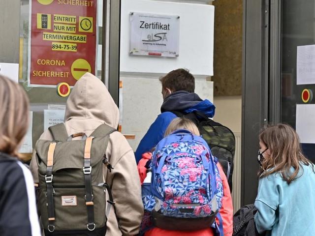 Studie: Was Distance Learning die Eltern kostet