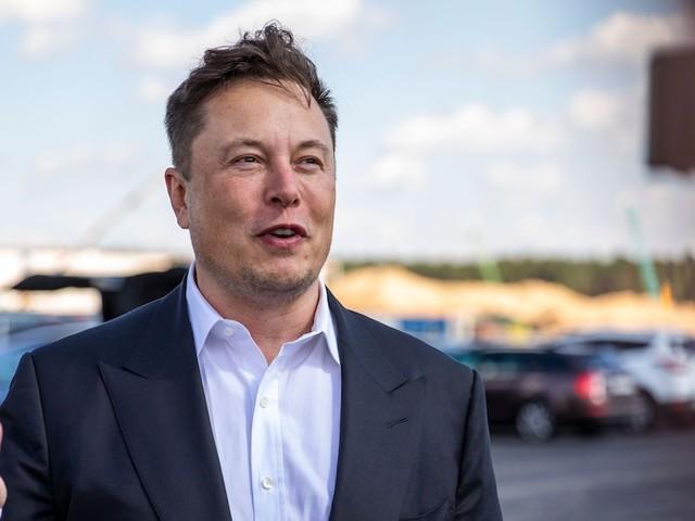 """Bizarre Vorgabe - Angestellte von Musk-Firma müssen ihn jetzt """"großer Anführer"""" nennen"""