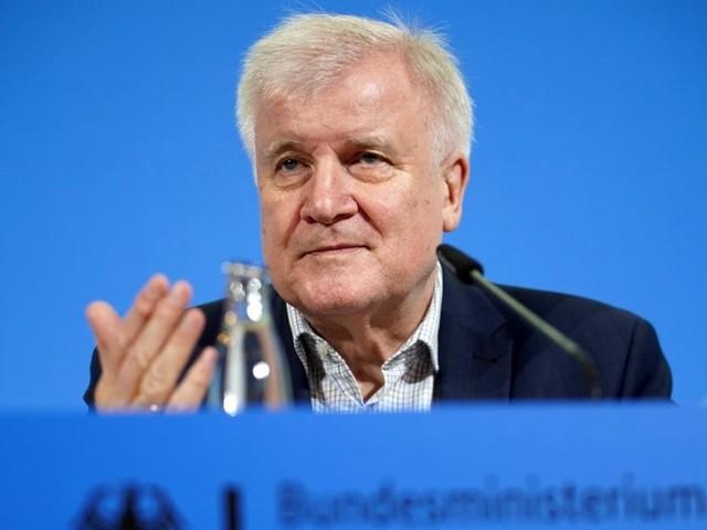 Anti-Polizei-Kolumne: Seehofer will taz-Autorin doch nicht anzeigen