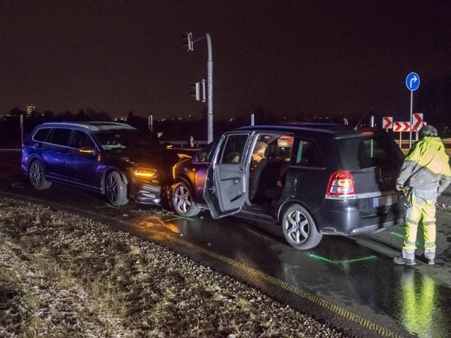 Unfall bei Renningen: Fahranfänger verwechselt Fahrspuren und kracht in Gegenverkehr