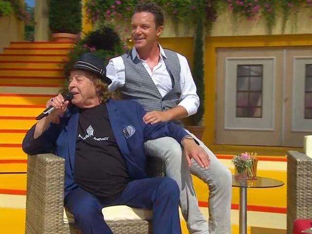 Erster Auftritt nach Krankheit: Tony Marshall singt sitzend