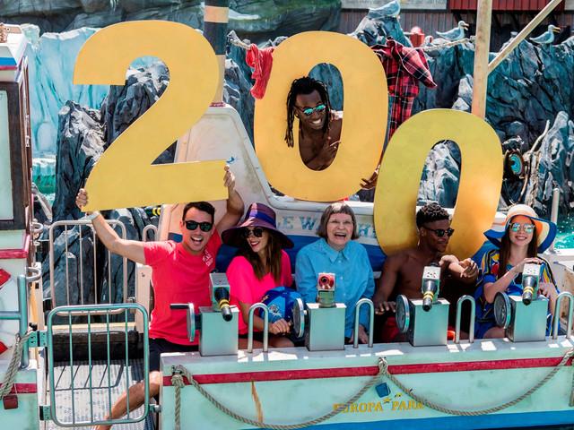 """""""Wie eine zweite Heimat"""": 60-Jährige feiert 200. Besuch im Europa-Park"""