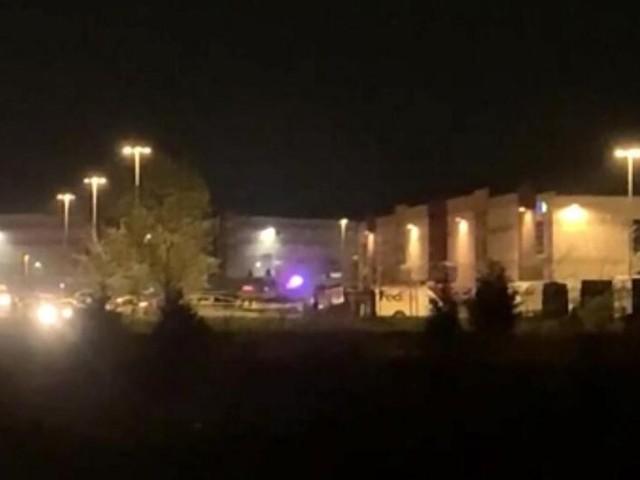 Schütze tötet acht Menschen in Fedex-Lager