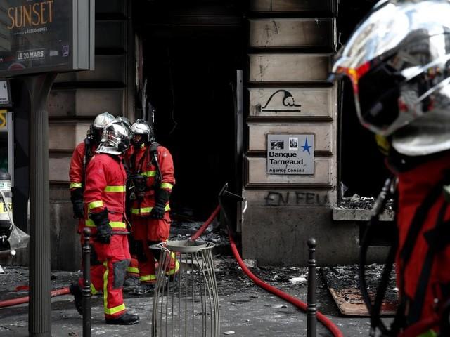 Gelbwesten-Proteste: Wohnhaus in Flammen
