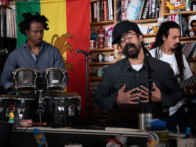 Damian Jr. Gong Marley mit Band beim Tiny Desk Concert