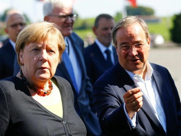 Merkel und Laschet besuchen Unwettergebiete in Nordrhein-Westfalen