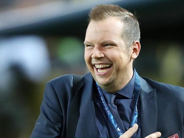 Beliebter Fußball-Kommentator: Wolf-Christoph Fuß kehrt zu Sat. 1 zurück