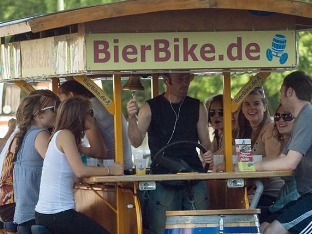 Neue Tourismusstrategie: Bier-Bike-Verbot: Berlin will weg vom Ballermann-Tourismus