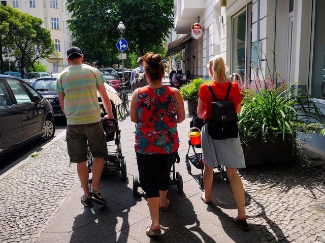 Berlin: Vor Café: Tür-Poller gegen Kinderwagen – Maßnahme sorgt im Netz für Furore