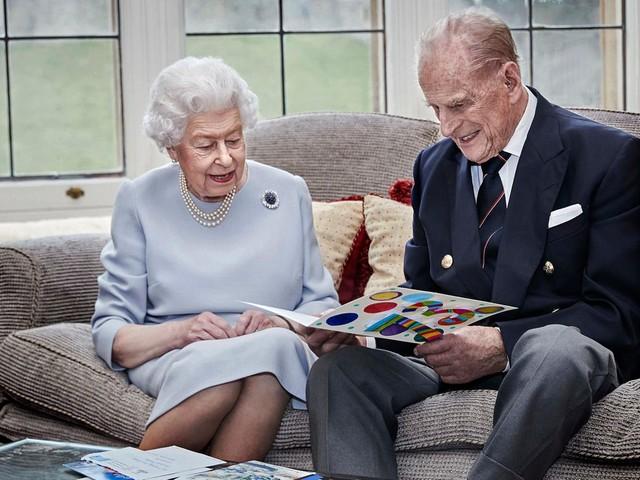 Queen Elizabeth + Prinz Philip: Zum 73. Hochzeitstag bekommen sie einen ganz besonderen Gruß