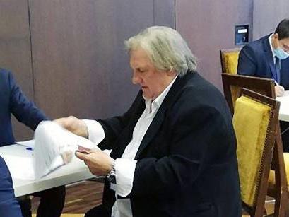 Gérard Depardieu: Stimmabgabe zur russischen Duma-Wahl