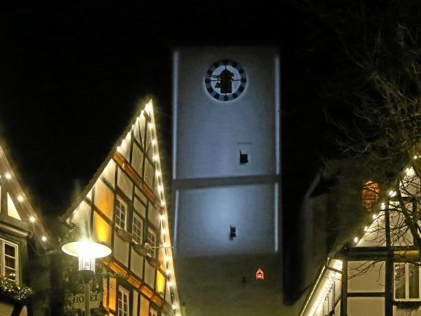 Glockenturm: Arnsberg: Die Glockenturm-Beleuchtung wird übergeben