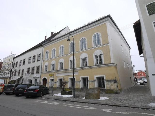 Signal an Neonazis: Österreichs Polizei zieht in Hitlers Geburtshaus