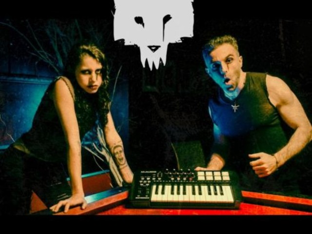 Ava Gore am Mikro – Bandvorstellung: WeirdWolves (Electro-Goth/Alternative)