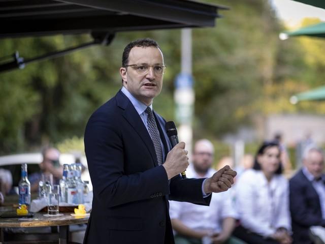Corona-News: Spahn erwartet Ende der Pandemie im Frühjahr ++ Lauterbach gegen Verdienstausfall für Ungeimpfte in Quarantäne