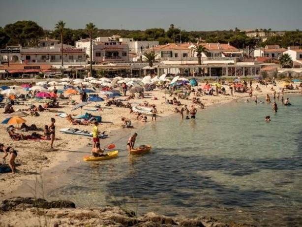 Corona-Pandemie: Verband: Spanien-Entscheidung macht Urlaubspläne zunichte