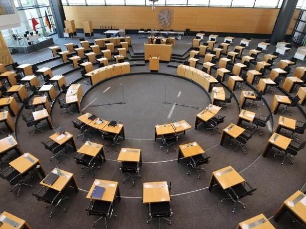 Misstrauensvotum: Misstrauensvotum in Thüringen: AfD scheitert krachend