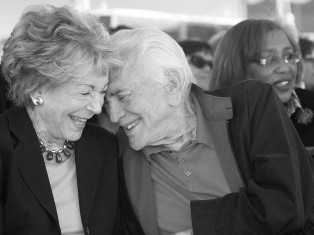 Michael Douglas in Trauer: Anne Douglas, Witwe von Kirk Douglas, mit 102 gestorben
