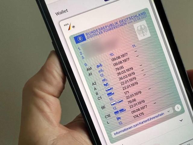 Digitaler Führerschein: Fahrerlaubnis kann jetzt auf das Smartphone geladen werden