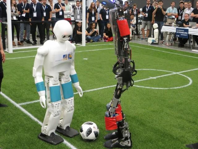 RoboCup: Roboter kicken trotz Pandemie – live auf Youtube