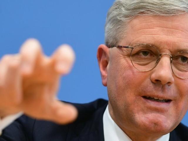 Röttgen will AKK beerben - und hat mit Merkel eine Rechnung offen