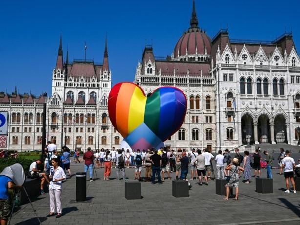 Ungarns Homosexuellen-Gesetz: Lesbenverein befürchtet das Schlimmste