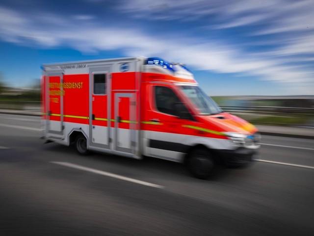 Freiburg: Autofahrer hindert Rettungswagen am Überholen