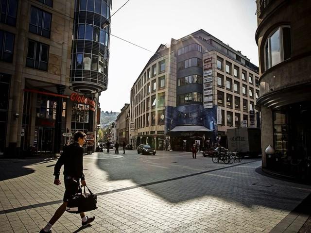 Tübinger Straße in Stuttgart: Edel-Asphalt ersetzt marode Pflastersteine