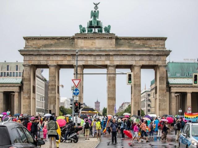 """Querdenken""-Demo: 20000 Demonstranten - oder 1,3 Millionen?"