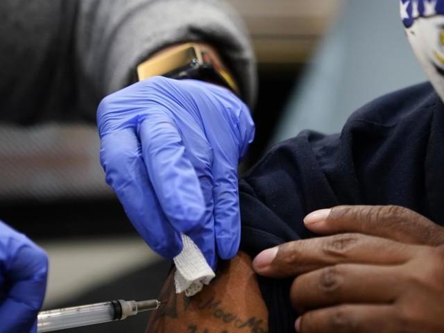 Hälfte der Erwachsenen in den USA voll gegen Coronavirus geimpft