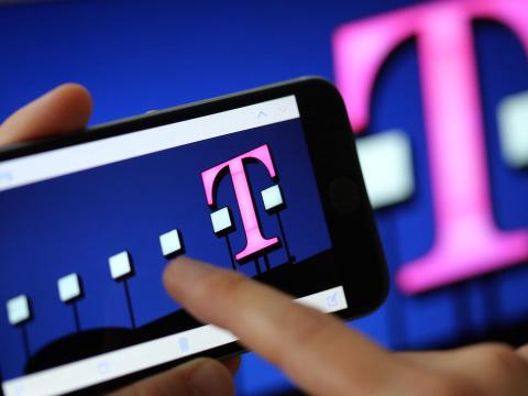 Telekom erhöht die Preise: Hunderttausende Kunden zahlen bald drauf