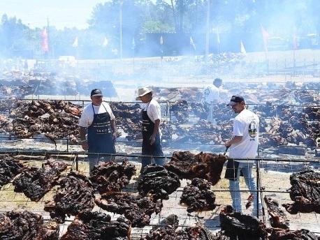 16,5 Tonnen Fleisch: Weltrekord für größtes Grillfest in Uruguay aufgestellt
