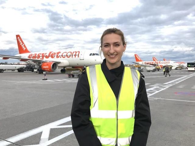 """Eine Pilotin erzählt aus ihrem Alltag: """"Hallo, ich bin die Frau Peukert und ich bin hier die Kapitänin"""""""