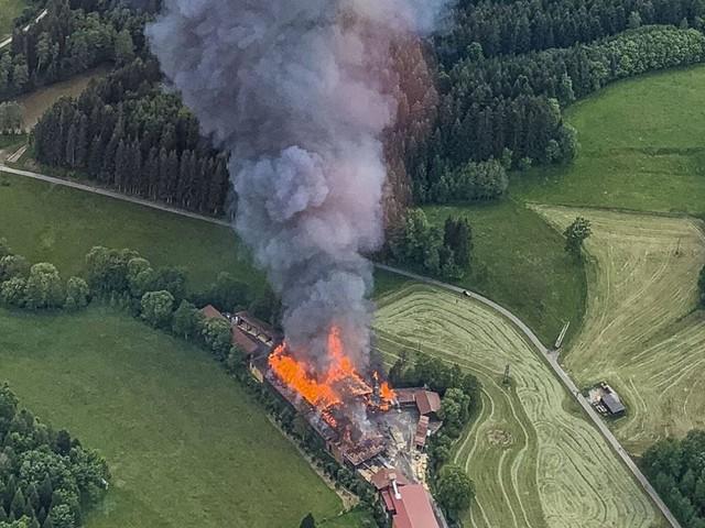 Ruppertshofen im Ostalbkreis: Großbrand in Sägewerk hält Feuerwehr in Atem – immenser Schaden