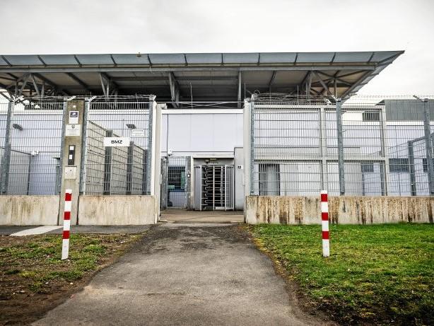 """Prozess: Mutmaßliche Rechtsextremisten der """"Goyim-Partei"""" vor Gericht"""